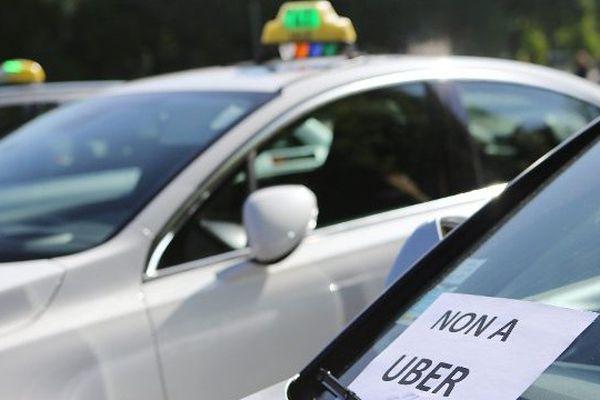 Lors d'une manifestation des taxis contre Uber  le 13 mai 2015 à Lille.