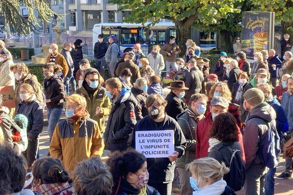 400 personnes se sont rassemblées devant la préfecture de Haute-Vienne