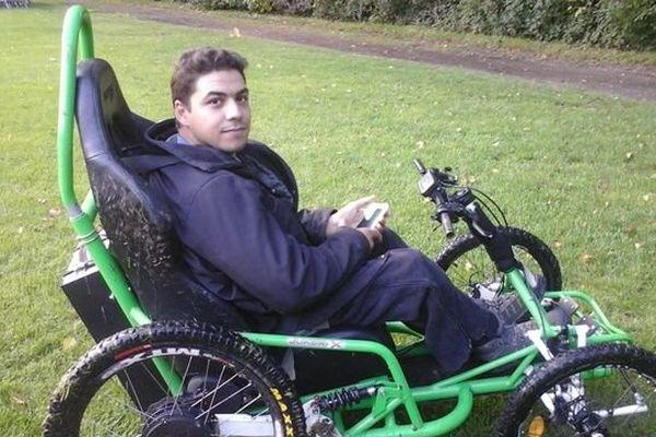 Avec ce fauteuil tout terrain Ibrahim Hamzaoui va faire le tour de France