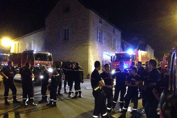 Les pompiers de Côte-d'Or vont veiller toute la nuit sur les braises du plateau de Chenôve.