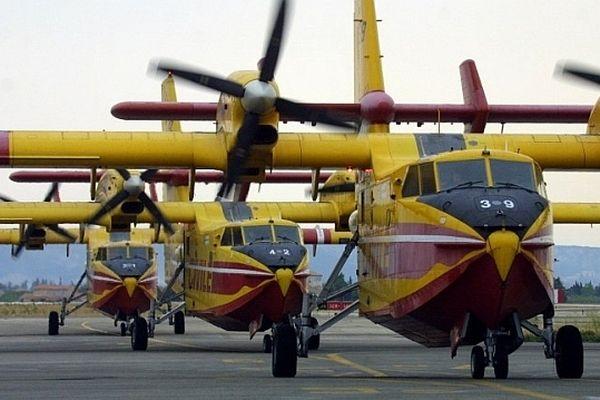 ILLUSTRATION- Les douze Canadair de la Sécurité civile basés entre Marignane et Ajaccio restent au sol en attendant les résultats des analyses complémentaires.