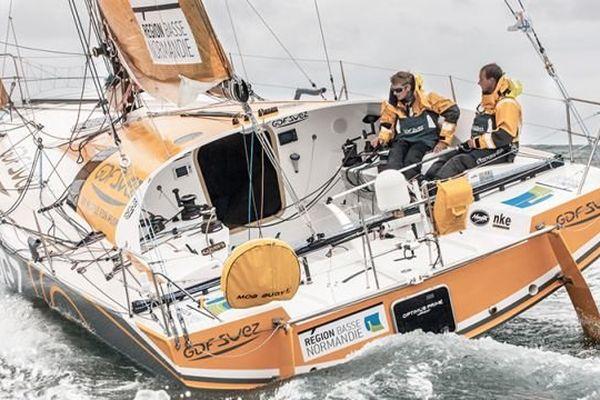 Sebastien Rogues et Fabien Delahaye menaient la flotte des Class 40 partis de Roscoff dimanche matin
