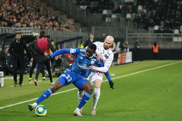 Youssouf Fofana à la lutte avec Jallet lors du match de L1 contre Amiens le 23 novembre 2019.