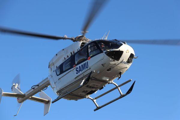Un hélicoptère du SAMU a été dépêché sur les lieux de l'accident.