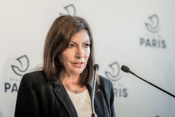 Anne Hidalgo a annoncé une initiative pour permettre aux librairies de réouvrir pendant le confinement.