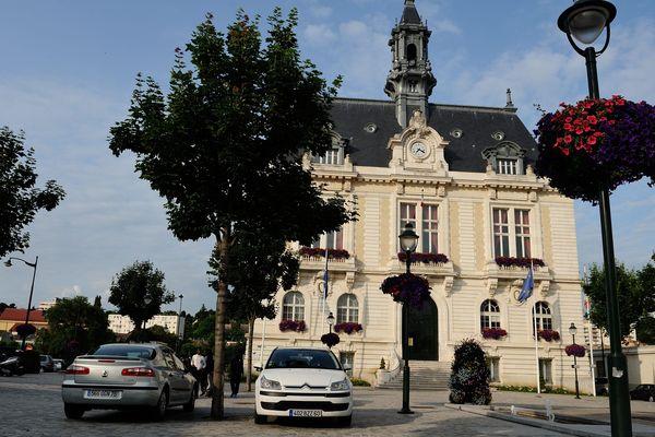 Le maire actuel de Corbeil-Essonnes avait recueilli 56.52 % des voies au second tour des municipales en 2014.