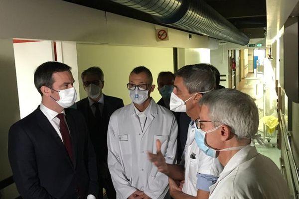 Le professeur Michel Carles évoque le covid long avec le ministre de la Santé.