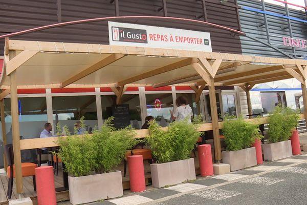 Le restaurant Il Gusto à Bordeaux Lac va fermer faute de personnel. Il cherche un apprenti en cuisine et deux personnes en salle pour le service.
