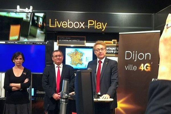 Pierre-Antoine Badoz, directeur Orange Est, a annoncé l'ouverture de la 4 G à Dijon mercredi 18 décembre 2013 en présence de Joël Mekhantar, adjoint au maire de Dijon.