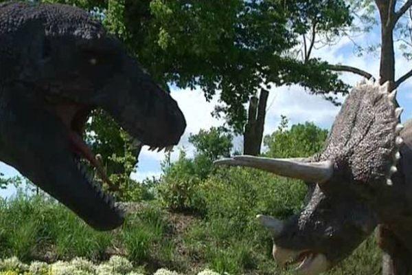 Le parc d'attractions Paléopolis cherche encore sa vitesse de croisière. La colline des dinosaures accueille les visiteurs à Gannat dans l'Allier.
