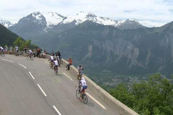 Un virage de la montée de l'Alpe-d'Huez