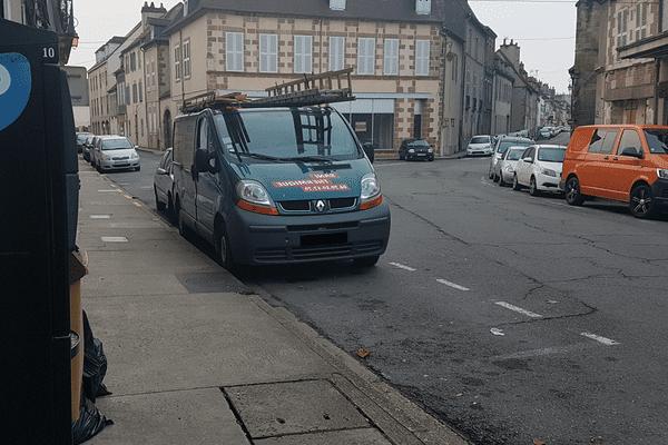 A partir du 1er janvier 2018, les tarifs des PV pour stationnement seront fixés librement par les municipalités. Certaines villes ont choisi d'alourdir la facture, d'autres ont fait le choix inverse.