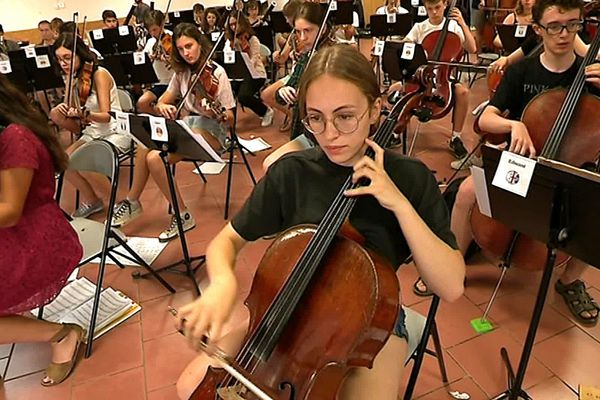 Un orchestre européen composé de 95 instrumentistes de différentes nationalités.