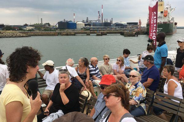 Les passagers de l'Iroko au plus près des infrastructures portuaires et des bateaux