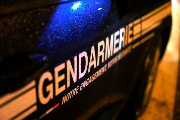 Le fourgon de la gendarmerie a été retrouvé quelques kilomètres plus loin, les voleurs envolés.