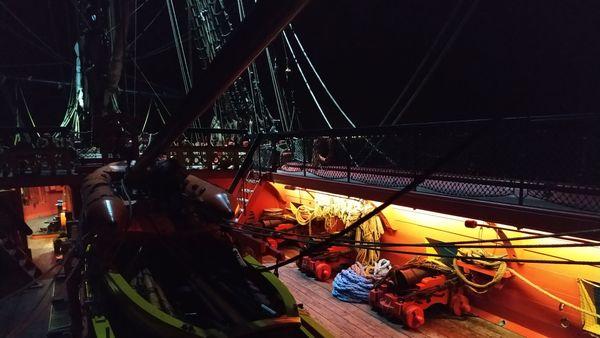 Sur le pont de l'Hermione la nuit
