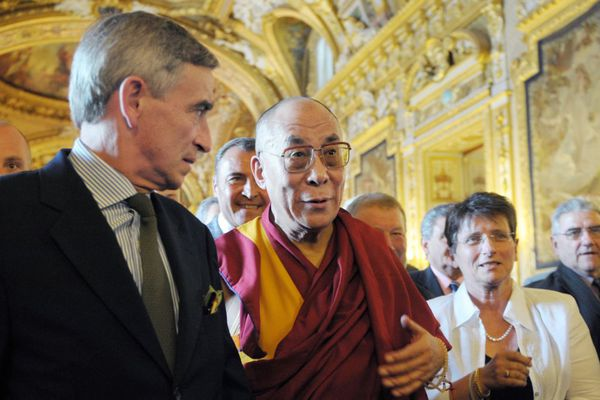Louis de Broissia, élu de Côte-d'Or, en compagnie du Dalai Lama le 13 août 2008 au Sénat