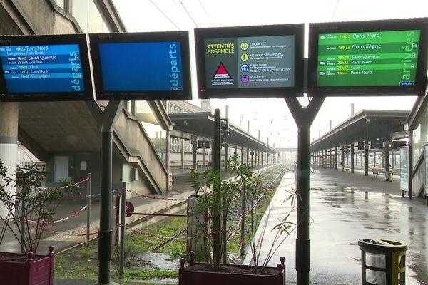 Un désert sous la pluie en gare d'Amiens. 1 TER sur 10 circulait ce lundi 9 décembre