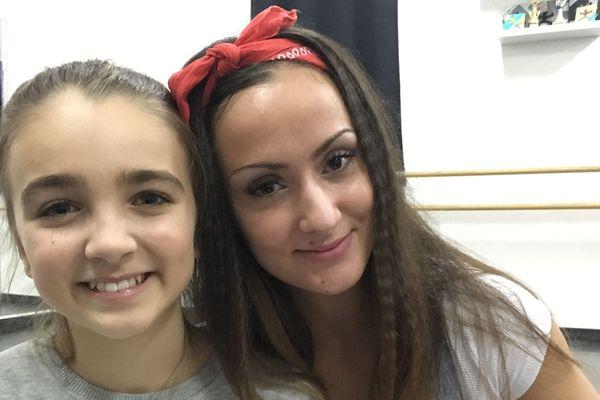 Angelina Nava (à gauche), avec Cindy Caparos, sa professeure de danse
