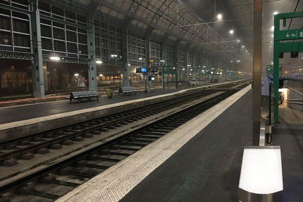 Gare St-Jean à Bordeaux : 1 TGV sur 3 annulé pour ce premier week-end de vacances de la Toussaint / © Christine Le Hesran