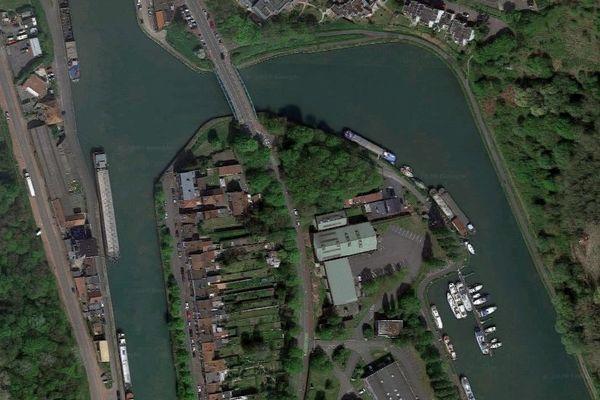 L'alerte a été donné autour de l'impasse Lahure, sur les bords de la Scarpe à Douai.