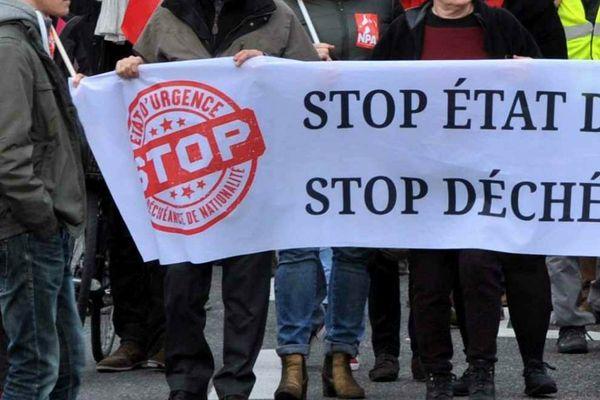 Manifestations à Tours et à Bourges contre la prolongation de l'état d'urgence et la déchéance de nationalité