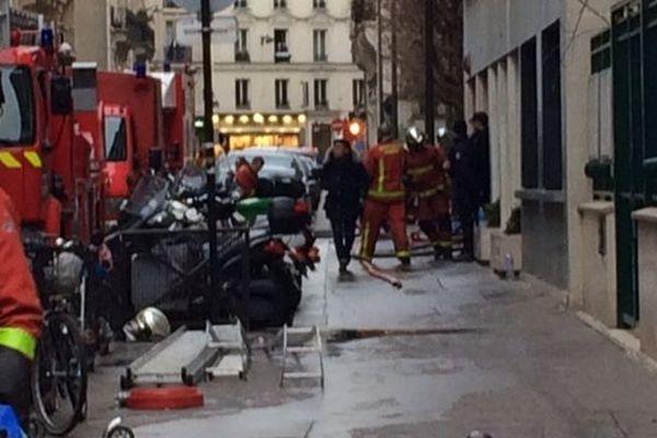 Les pompiers ont mis plus de 5h pour éteindre l'incendie de la rue Erlanger dans le 16e arrondissement de Paris.