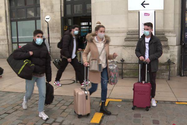 La gratuité de certains transports s'inscrit dans un plan d'aide global aux étudiants.