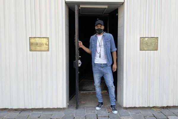 """Saïba Bomboté devant sa discothèque le """"Bôha"""" à Reims"""
