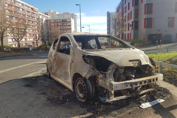 Plusieurs véhicules ont été incendiés ou dégradés