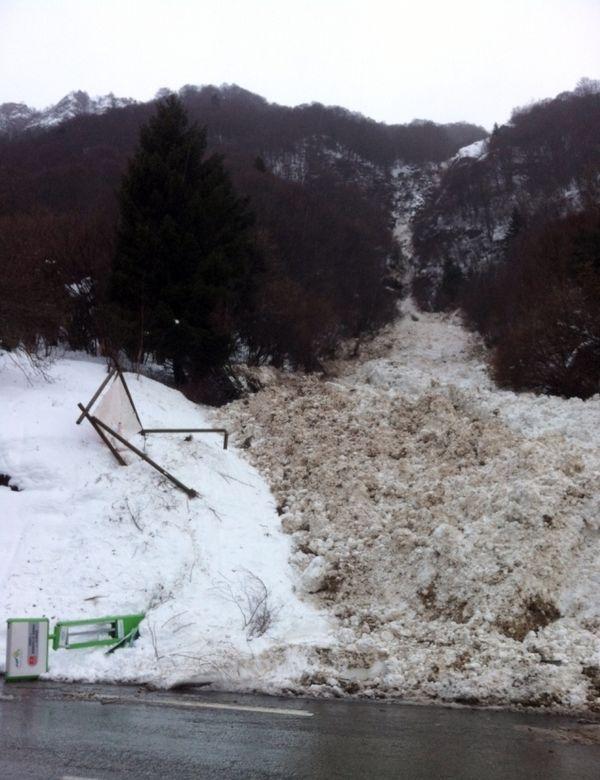 Coulée de neige près de la Mongie