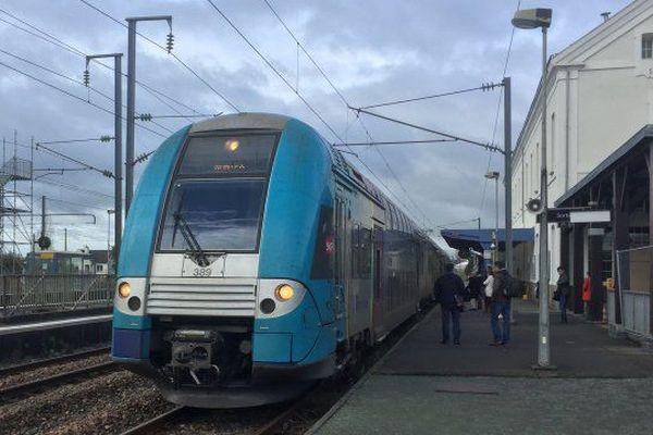 Un TER en gare de Savenay