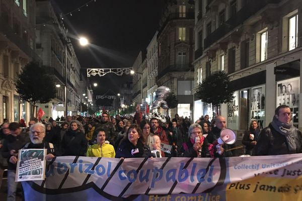 La manifestation du 26 novembre 2019 est organisée par le Collectif Unitaire qui regroupe des syndicats, des associations écologistes, des citoyens ... en tout une 30aine d'acteurs sont impliqués.