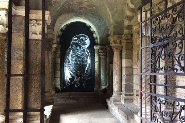 Jusqu'au 11 octobre 2017, la Haute-Loire et le Puy-de-Dôme accueillent l'exposition du Palais de Tokyo : « Le monde est empli de résonances ».  Au cloître de la cathédrale du Puy-en-Velay (photo) et au château de Villeneuve-Lembron, 6 artistes contemporains se sont inspirés des lieux.