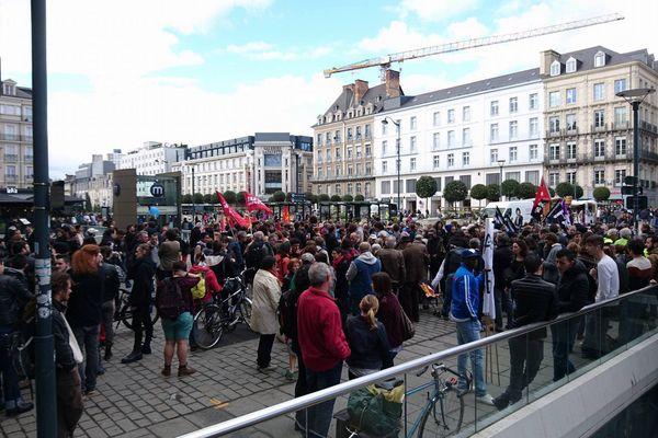 La manifestation du 1er avril en faveur de la régularisation des sans-papiers de Poterie, a réuni environ 300 personnes à Rennes.