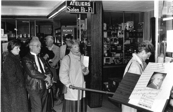 1991 : les Strasbourgeois viennent retirer leur billet pour le Festival Mozart