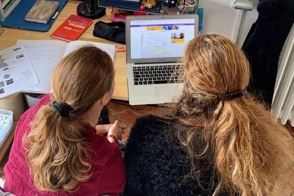 L'école à la maison, c'est aussi beaucoup de travail pour les parents d'élèves.