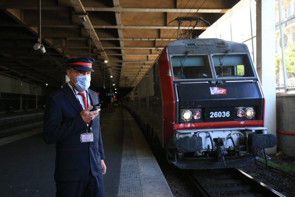 Seulement 4 lignes de trains de nuit existent encore en France à ce jour. Ici, le train reliant Paris à Nice, lors de sa remise en service le 21 mai 2021.