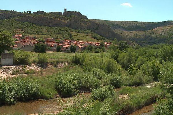 Village de Tautavel, dans la vallée de l'Agly, à 30 km au Nord-est de Perpignan.