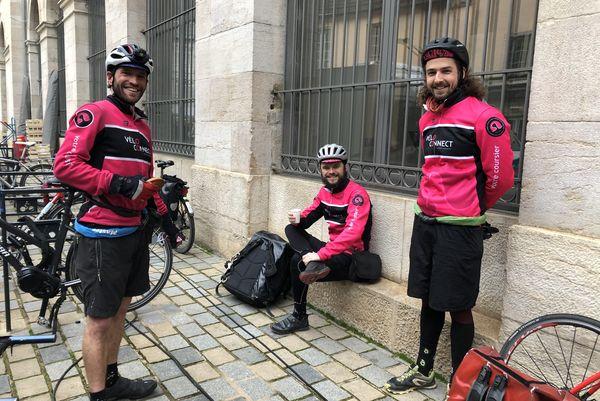 Rémi Gallerand, Clément Ecoffey et Antoine Hache à l'heure du café. Ils seront rejoints ensuite par Hedi Bchir.