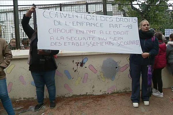 Les parents de l'école Saint-André à la Castellane demandent plus de sécurité pour leurs enfants.