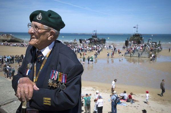 Le vétéran britannique John Trevor à Arromanches-les-Bains, le 6 juin 2014