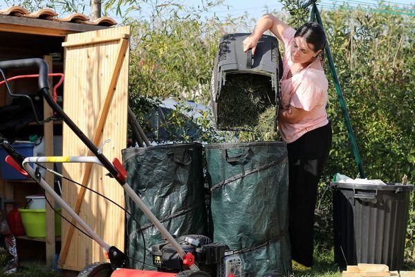 Les déchets verts doivent être stockés ou valorisés en compost en attendant la réouverture des déchetteries.