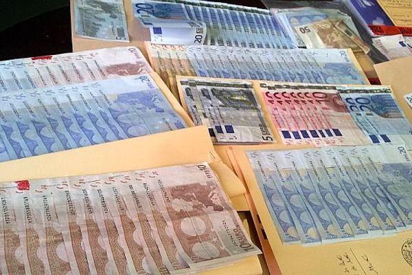 Béziers (Hérault) - 12 personnes interpellées après une saisie de drogue et d'argent à la Devèze - 22 novembre 2013.