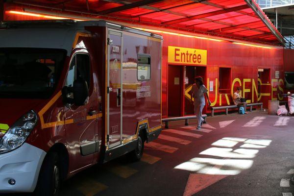 L'entrée du service des urgences du CHU de Nantes