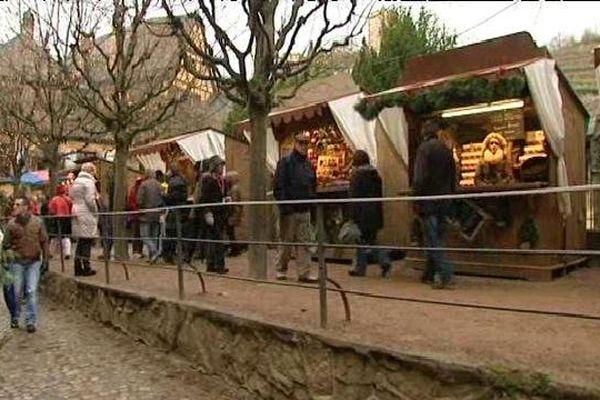 """Petit, convivial et jugé """"peu commercial"""", le marché de Noël de Kaysersberg existe depuis 27 ans."""