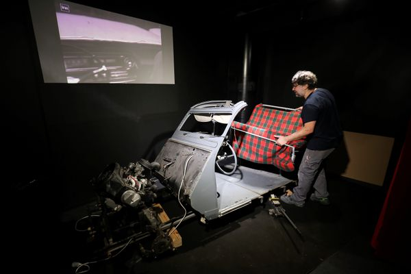 La Citroën bleue exposée n'est pas tout à fait l'originale mais de nombreuses pièces d'origine ont été conservées.