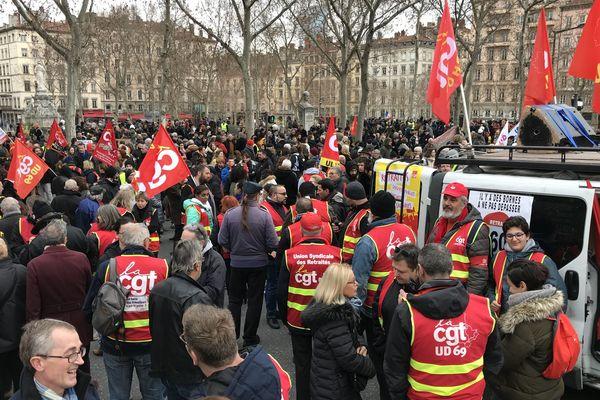 A Lyon, le cortège de la manifestation contre la réforme des retraites s'est élancé vers 14h en direction de la place Bellecour, avec quelques tensions à l'arrivée.