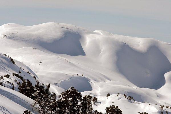 Les fortes chutes de neige conjuguées au redoux font craindre des avalanches dans tout le massif.