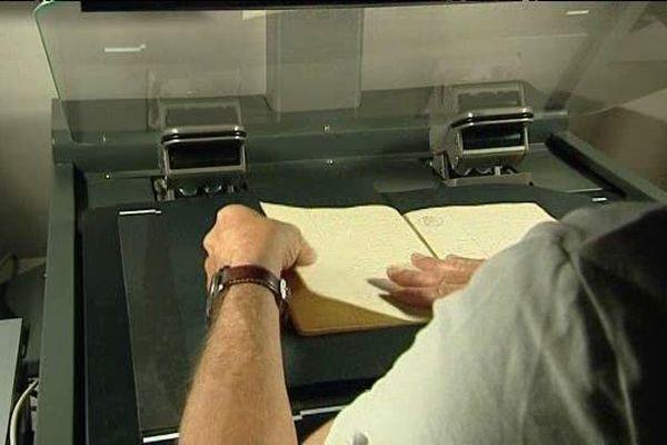 Numérisation des documents aux archives départementales du Loiret